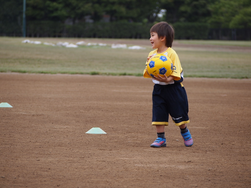 サッカーの技術だけでなく礼儀や人間関係も学べる